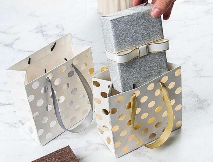 thiết kế túi giấy đựng quà